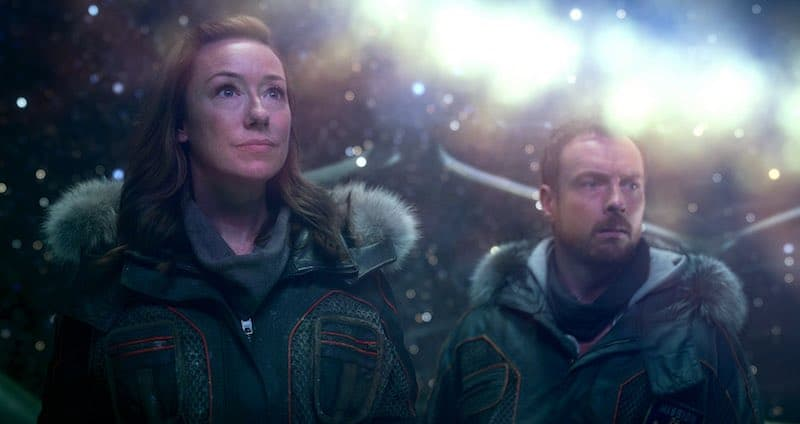 Molly Parker and Toby Stephens in Lost in Space