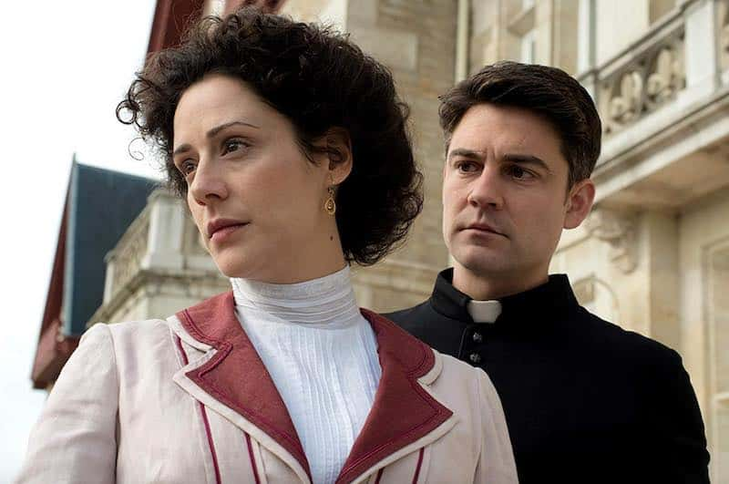 Roger Coma and Luz Valdenebro in Grand Hotel (Gran Hotel)
