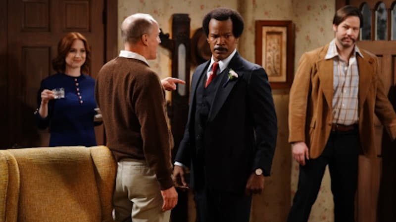 ELLIE KEMPER, WOODY HARRELSON, JAMIE FOXX, IKE BARINHOLTZ in All in the Family