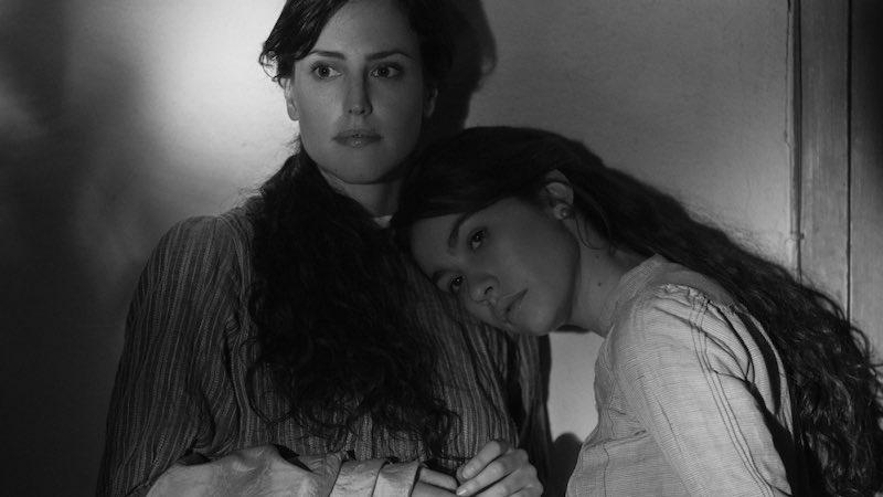 Greta Fernández and Natalia de Molina in Elisa y Marcela