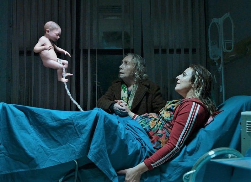 Elena Cotta and Michela Cescon in The Man Without Gravity (L'uomo senza gravità)