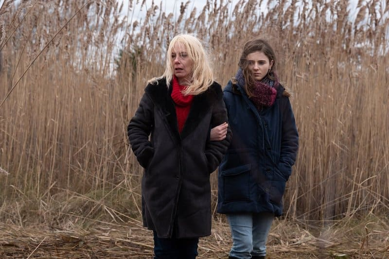 Amy Ryan and Thomasin McKenzie in Lost Girls