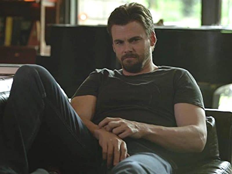Tommy Dewey in Casual