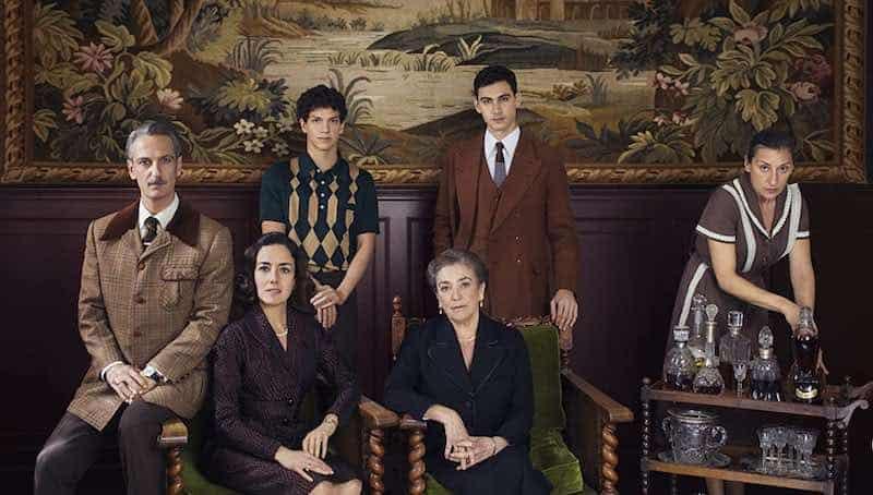 Ernesto Alterio, Mariola Fuentes, Carmen Maura, Alejandro Speitzer, Cecilia Suárez, and Isaac Hernández in Someone has to Die