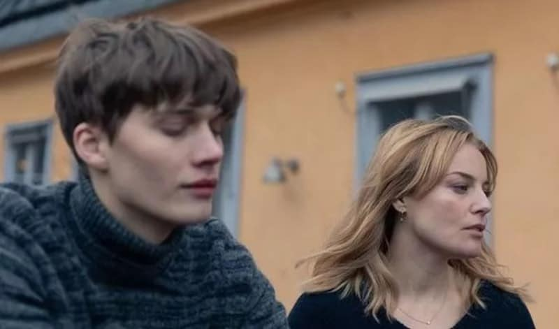 Björn Mosten and Ida Engvoll in Love and Anarchy