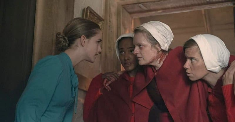 Elisabeth Moss and Mckenna Grace in The Handmaid's Tale