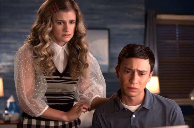 Jenna Boyd and Keir Gilchrist in Atypical