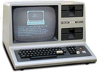ang una kong personal computer.... (tanta-ra-ran TOROTOT EPEKS) the TRS 80 Model III