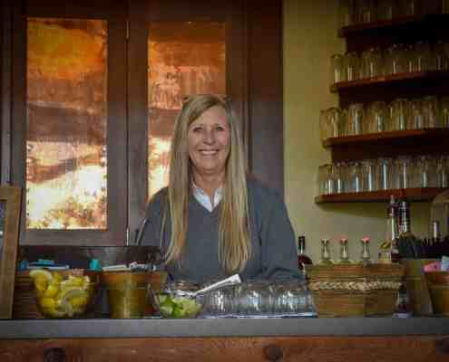 old-glory-ranch-bartender-wedding-venue-wimberley