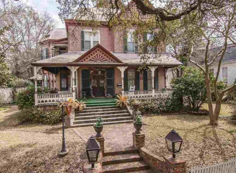 Phenomenal An 1891 Victorian Foreclosure In Natchez Mississippi Home Remodeling Inspirations Genioncuboardxyz