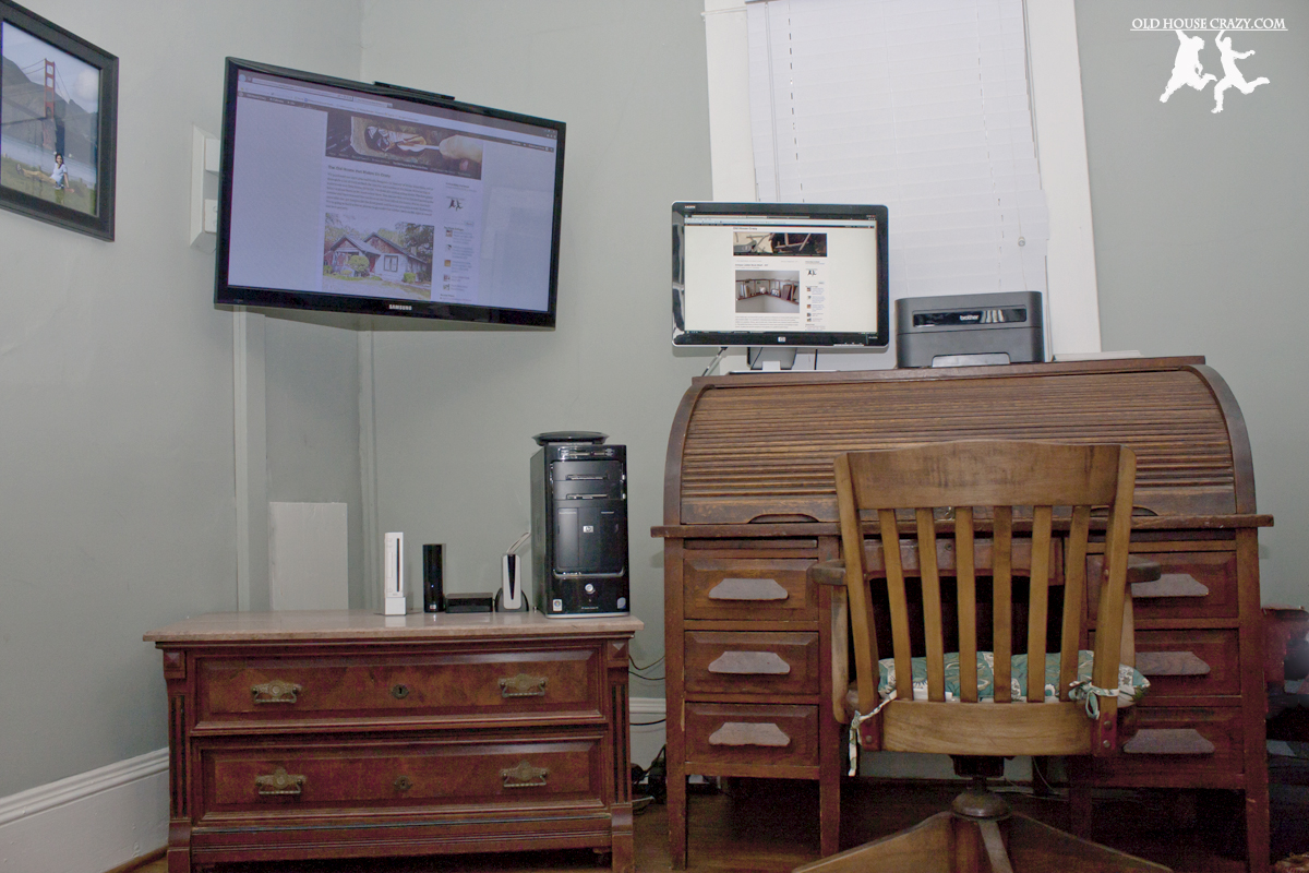 Corner Mount Your Tv On The Wall For Less Than 50 Bucks