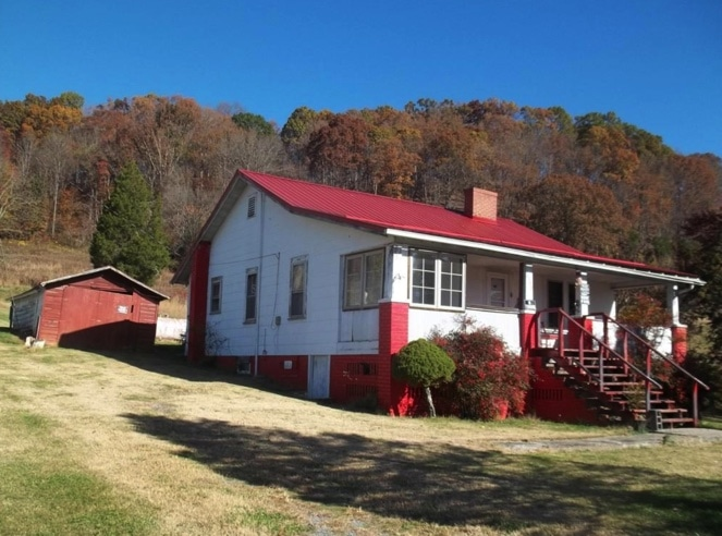 c.1938 Cottage For Sale on 2.8 Acres in Kingsport TN $75K