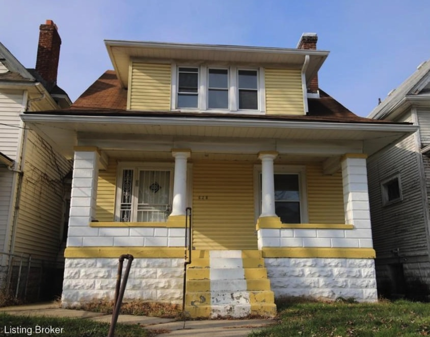 c.1917 Move-In Ready Bungalow in Louisville KY $90K – Natural Woodwork