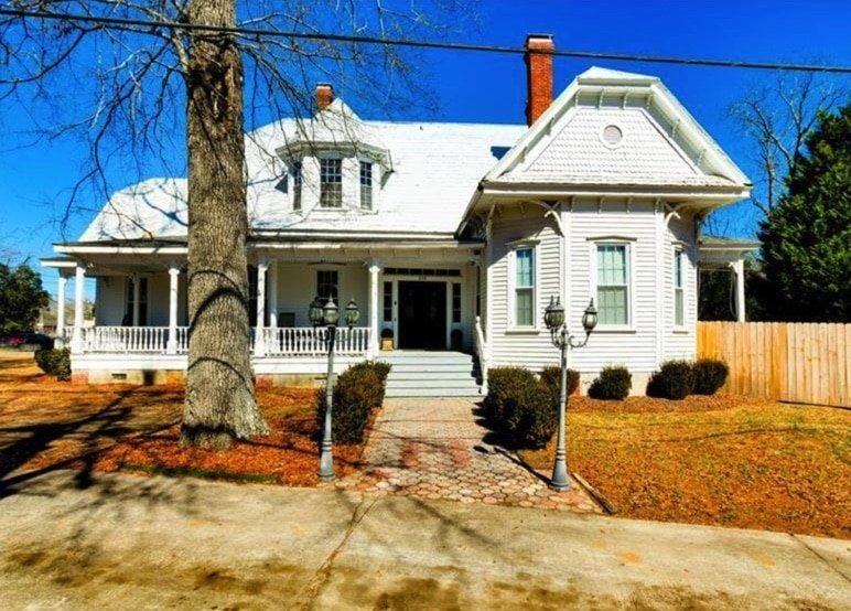 Under $150K Sunday – c.1900 Queen Anne For Sale on 1+ Acre in Johnstone SC $137K