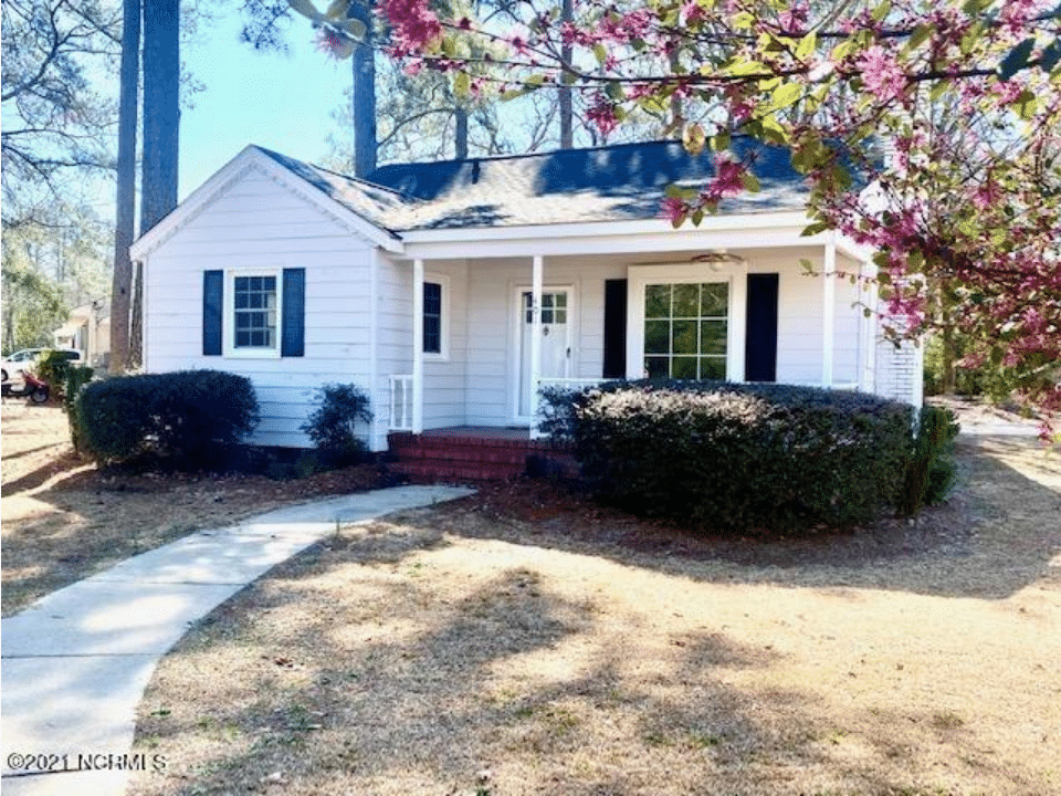 c.1954 Cottage For Sale on 0.33 Acre in Elizabethtown, NC. $75,000 – 75 Min. To Beaches