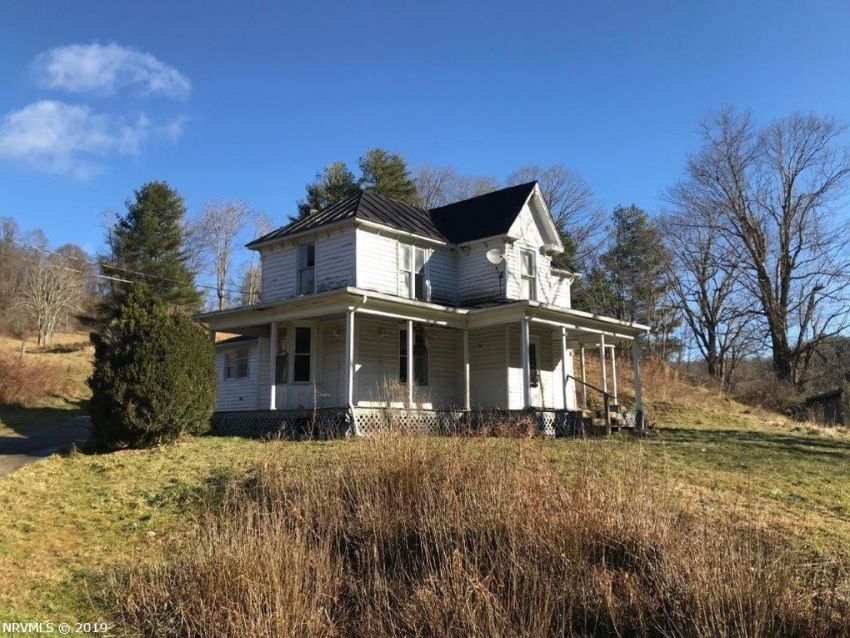 Save this old house VA home on 3+ acres & creek Under $50K