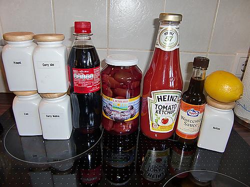 Currywurst mit fruchtiger Pflaumen-Currysauce (1/6)