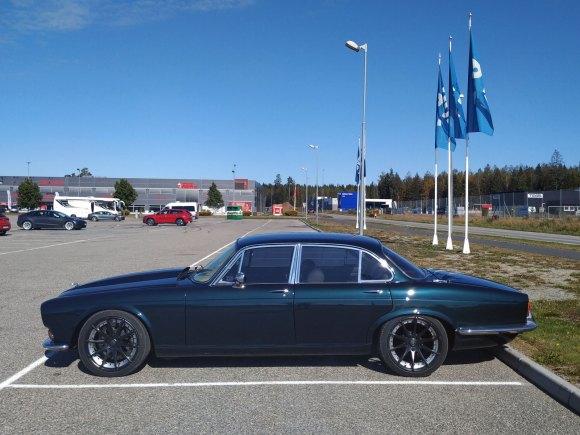 1972 Jaguar XJ6 hot rod v8 old parked cars