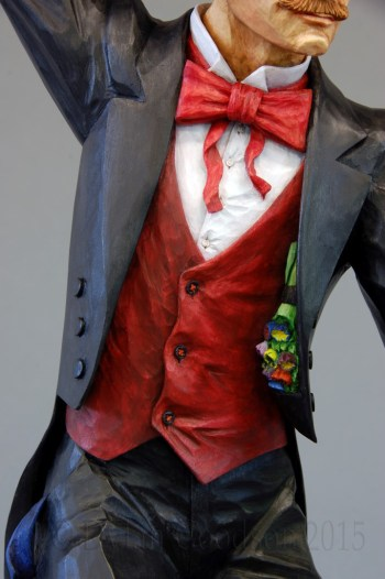 The flower bouquet hanging inside the lapel of the magician's coat is just one of the details that Dylan Goodson incorporated into this carving.
