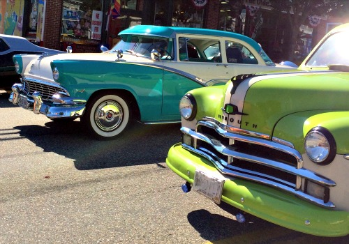car show blue and green
