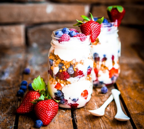 greek yogurt with granola and berries