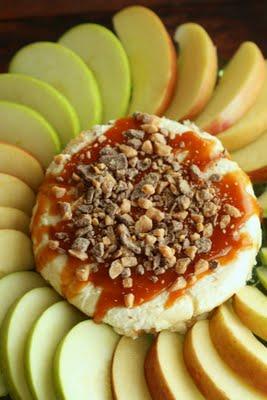 caramel apple cheesecake dip | oldsaltfarm.com