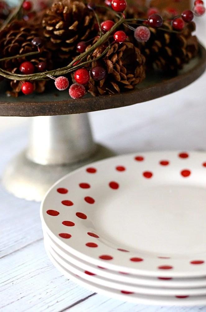 Easy DIY Christmas Plates | oldsaltfarm.com
