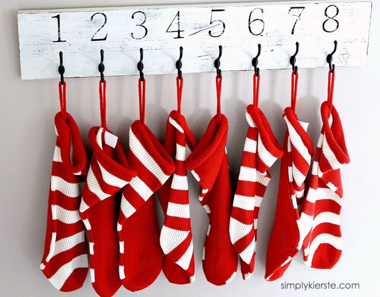 Easy Numbered Christmas Stocking Hanger | simplykierste
