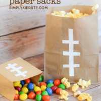 Easy Football Paper Sacks |Game Day Idea| oldsaltfarm.com