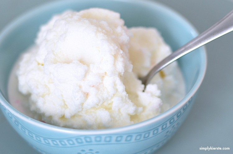 5 Minute snow ice cream | oldsaltfarm.com