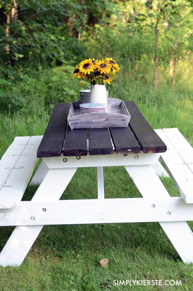 Farmhouse Picnic Table | oldsaltfarm.com