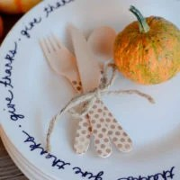 Easy DIY Thanksgiving Plates | oldsaltfarm.com