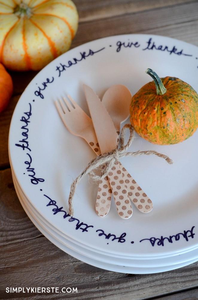 Easy DIY Thanksgiving Plates | oldsaltfarm.com