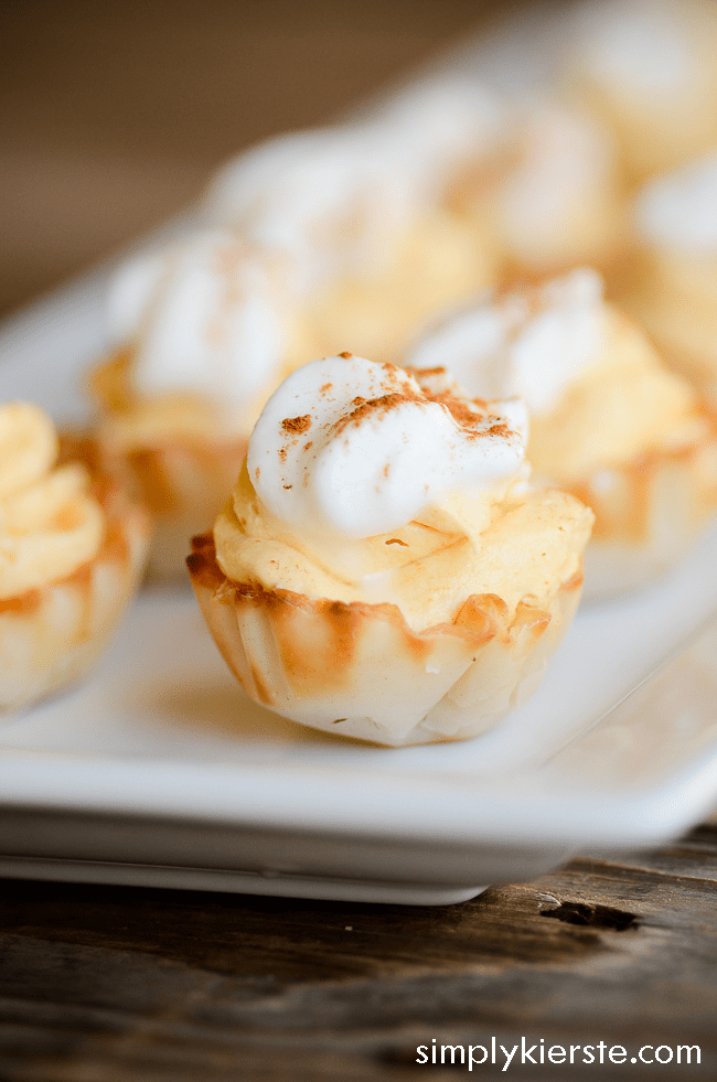 Impossibly Easy No-Bake Mini Pumpkin Cream Pies | oldsaltfarm.com