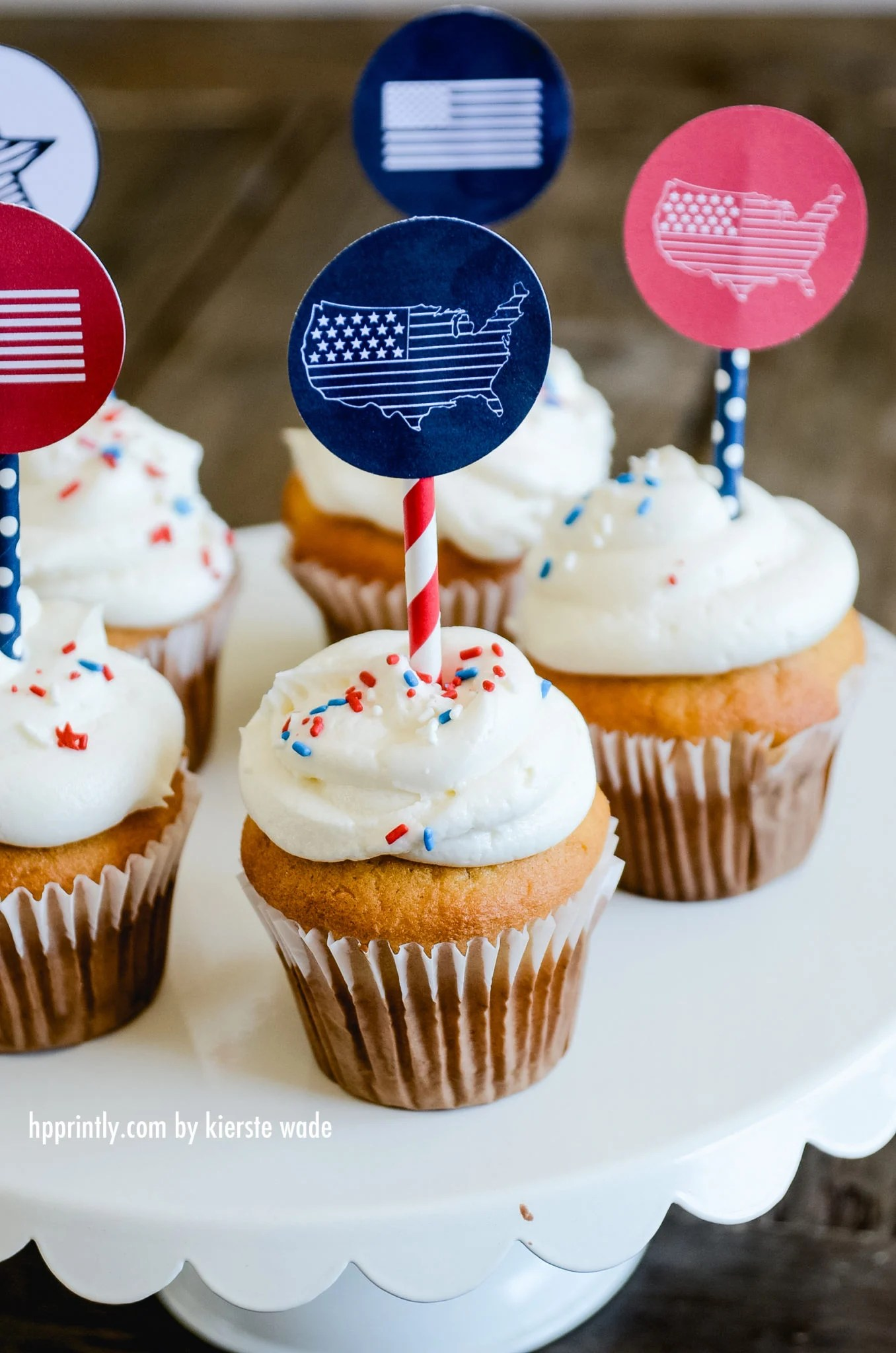 Patriotic Cupcake Toppers | 4th of July treats| oldsaltfarm.com