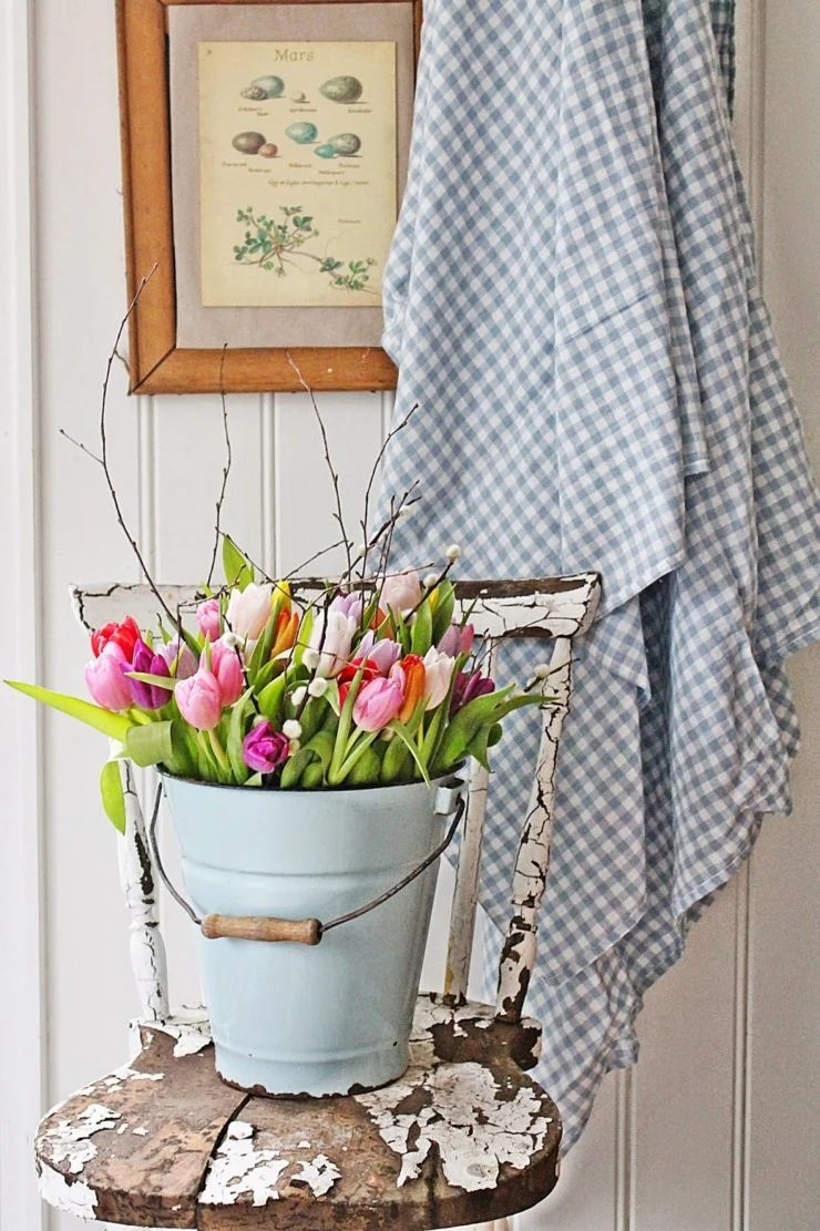 Tulips in a Pail | Spring Decor Ideas | oldsaltfarm.com
