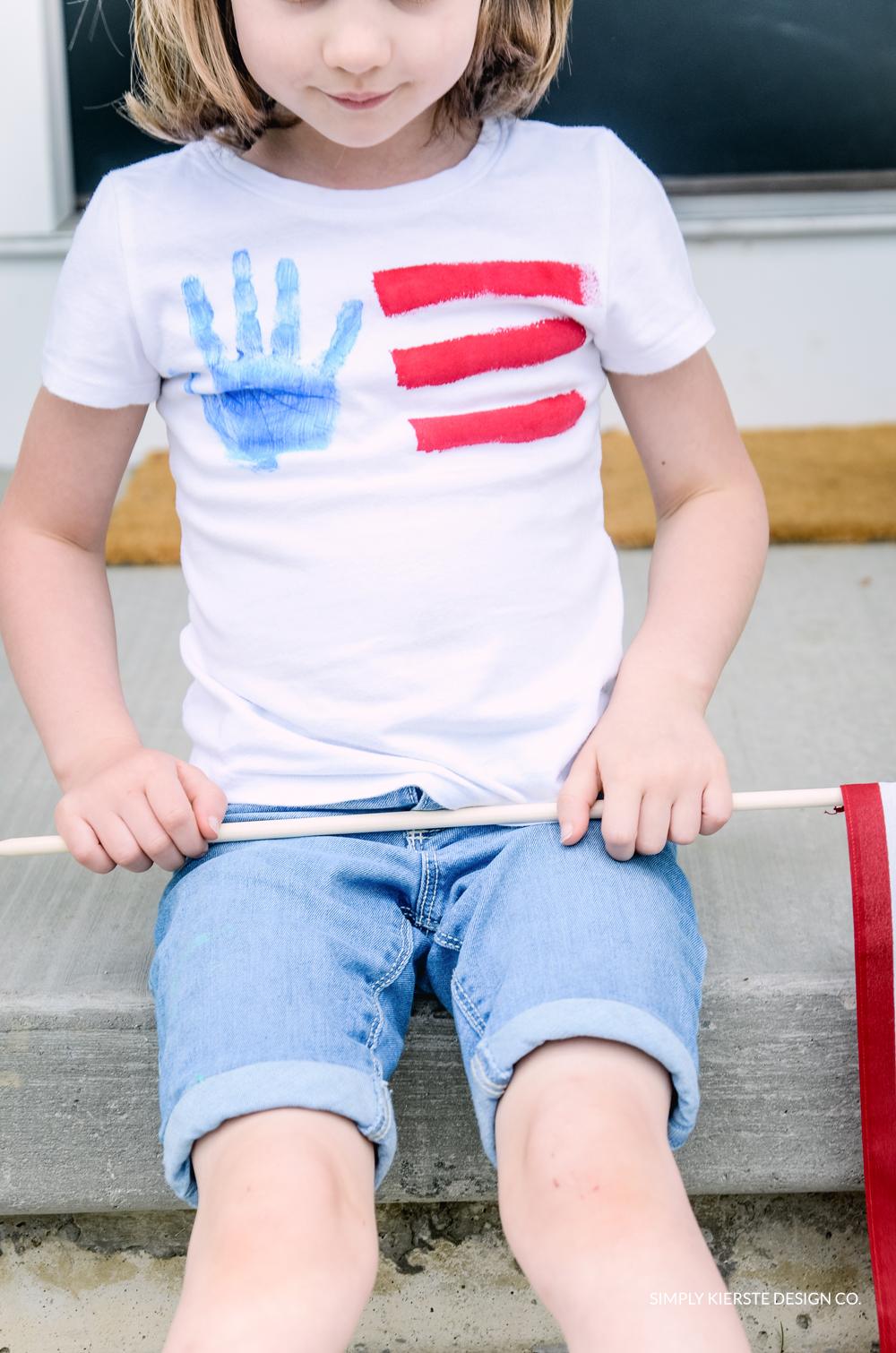 4th of July Handprint Flag Tee | simply kierste.com