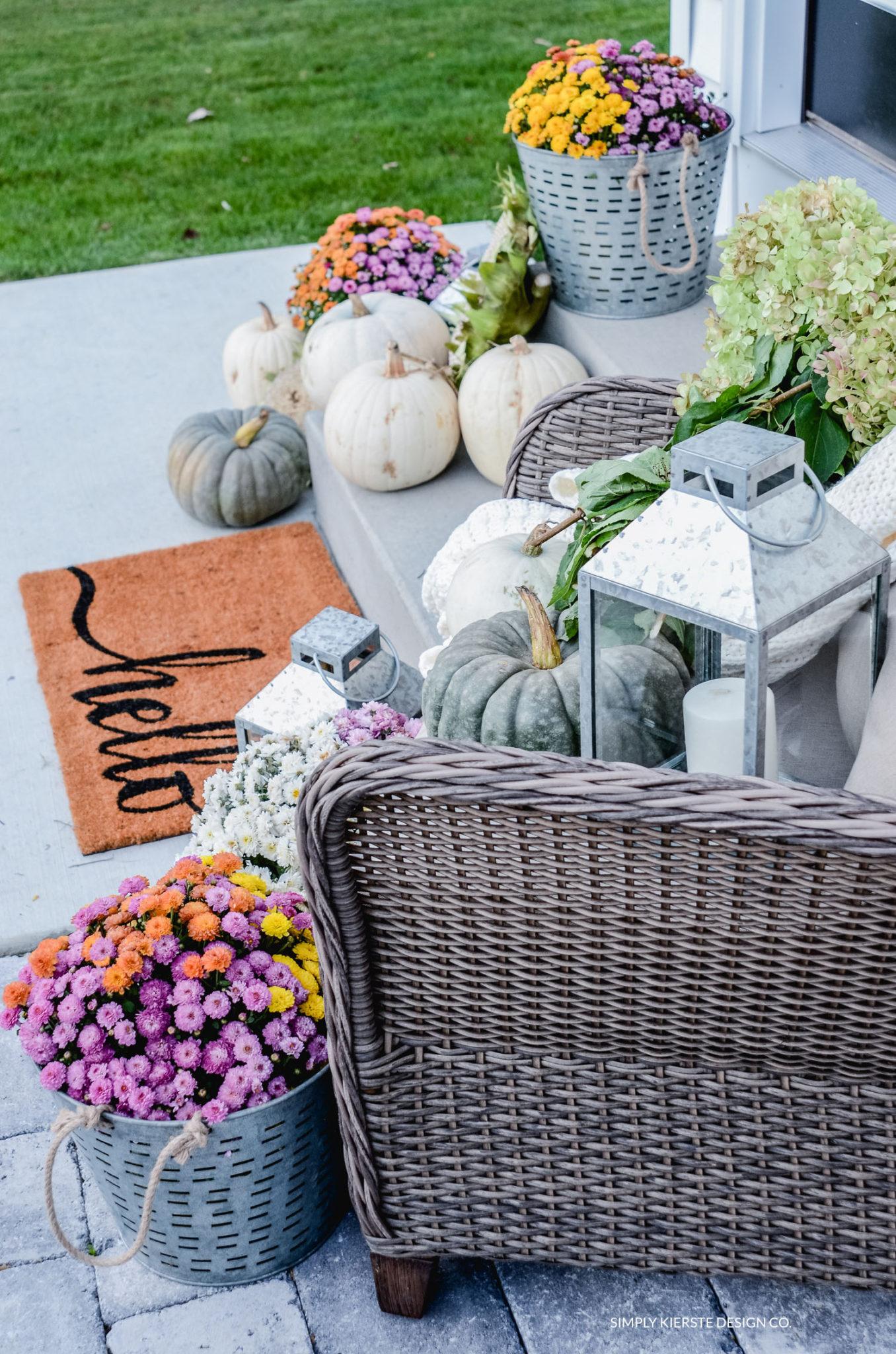 Simple Fall Porch | Better Homes & Gardens | oldsaltfarm.com