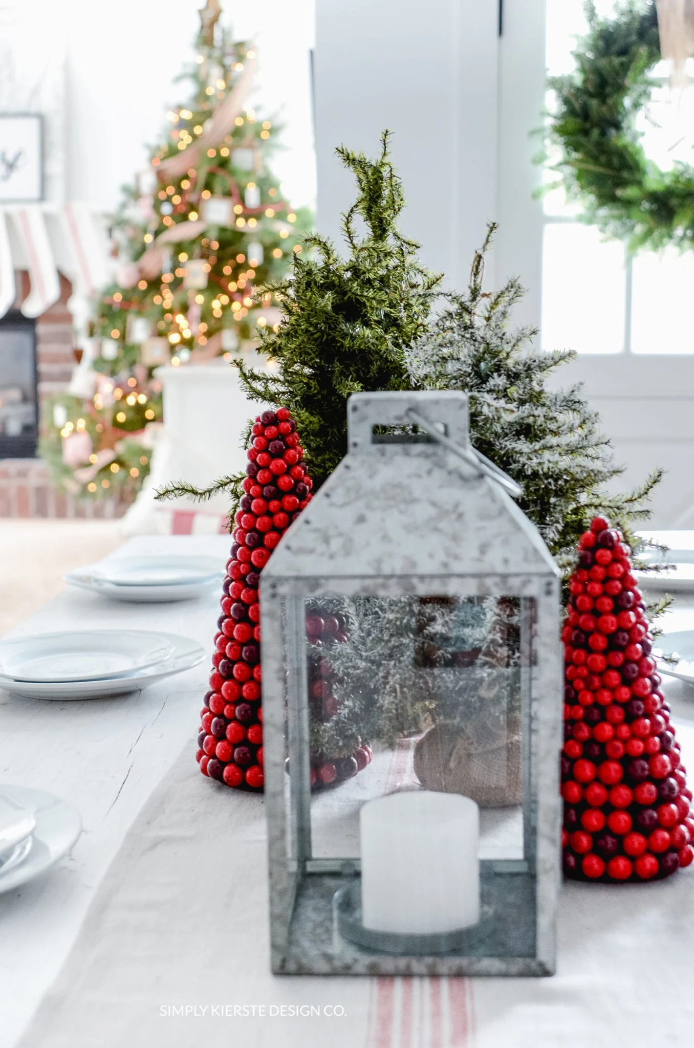 Simple Farmhouse Christmas Tablescape | oldsaltfarm.com #farmhouseChristmas #Christmastablescape #Christmasdecor