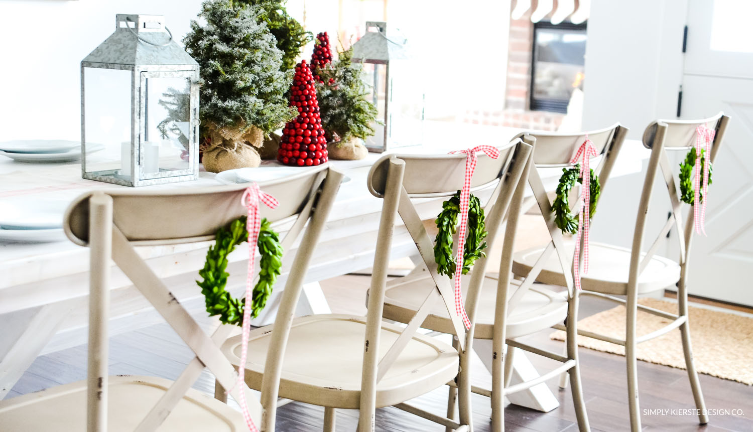 Simple Farmhouse Christmas Tablescape | oldsaltfarm.com