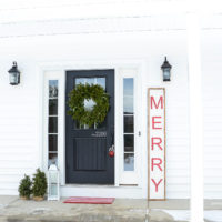 Merry Christmas Wood Sign | Farmhouse Style | oldsaltfarm.com #woodsign #diychristmasdecor #christmassign