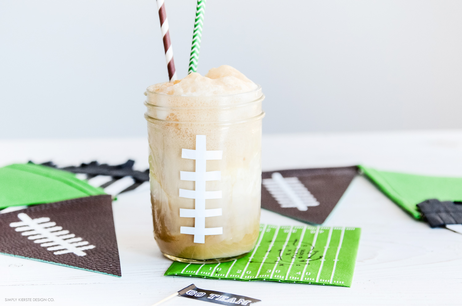 Football Root Beer Floats | Game Day Treats | oldsaltfarm.com #footballtreats #gamedayfood #masonjarideas #rootbeerfloats
