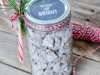 Mason Jar Christmas Gift Idea | Chalkboard Printable Tag | oldsaltfarm.com #easyholidaygift #easychristmasgift #masonjargiftideas #chalkboardtag