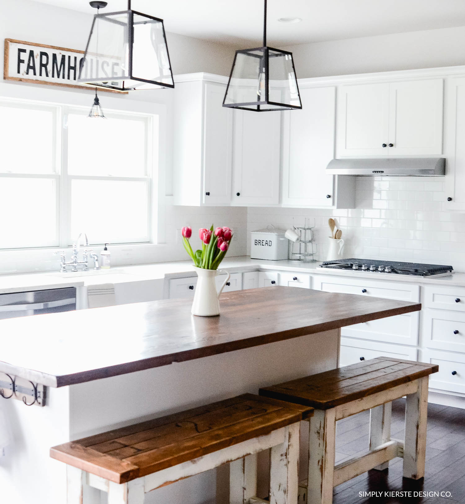 Winter at Old Salt Farm | Winter Home Tour | oldsaltfarm.com #farmhouse #whitefarmhouse #farmhousestyle #hometour