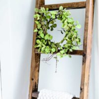 DIY Wood Blanket Ladder | oldsaltfarm.com