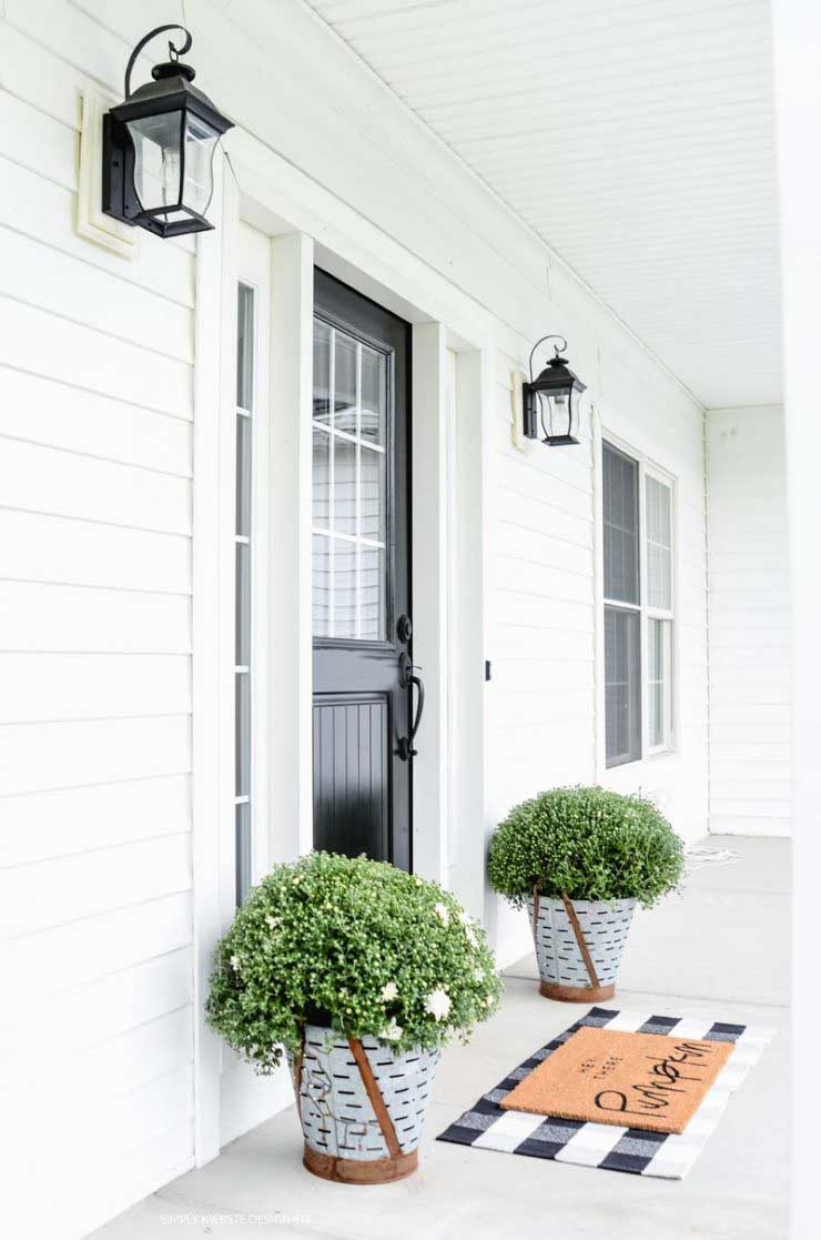 Black & White Farmhouse Fall Porch