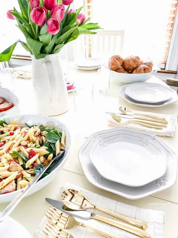 Spring-brunch-farmhouse-table