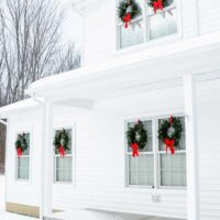 The EASY Way to Hang Christmas Wreaths on Exterior Windowss