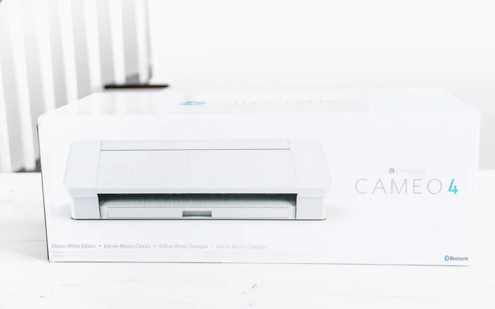 What Comes with a Silhouette Cameo 4?