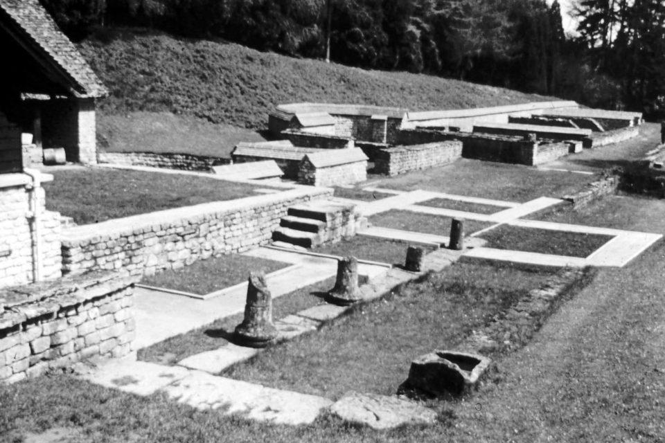Cotswolds - Cotswolds-03-1968-Roman-Villa-Chedworth.jpg